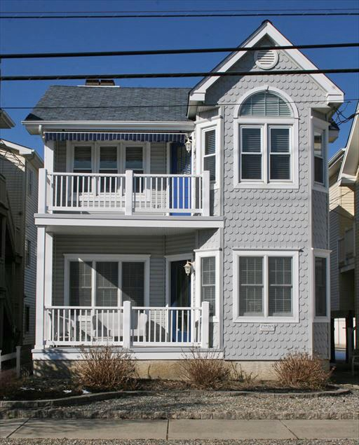 3926 Central Ave, Ocean city NJ. beachblock. second floor. Four bedrooms, central-air conditioning, off-street parking. Summer Rental